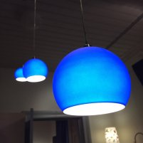 niebieskie lampy